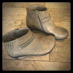 JBU Jambu Taupe Bootie Ankle Boots